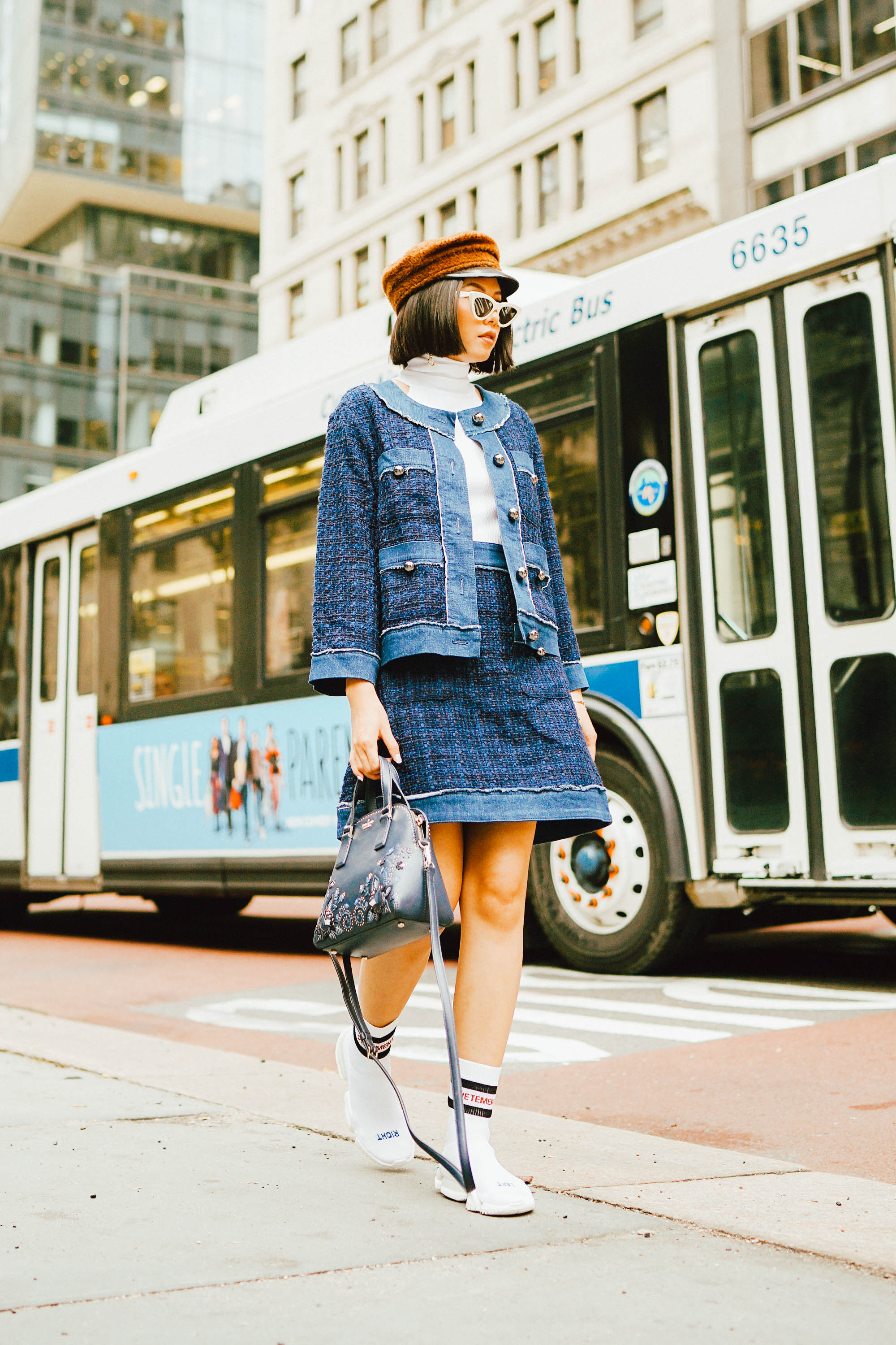 HOW TO PULL OFF SOCK SNEAKERS - Olivia
